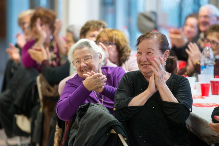 Une centaine de seniors s'est donné rendez-vous au goûter de Noël ce lundi 19 décembre organisé par le CCAS d'Ajaccio (Photos Ville d'Ajaccio).