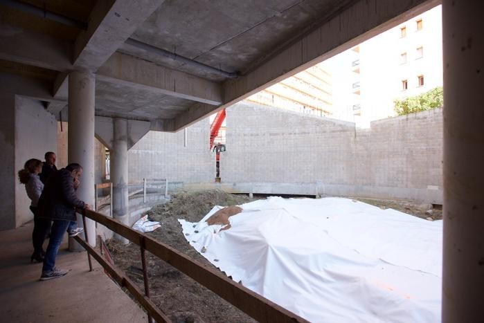 A l'intérieur de l'enceinte, film de protection des vestiges du baptistère (photo Ville d'Ajaccio).