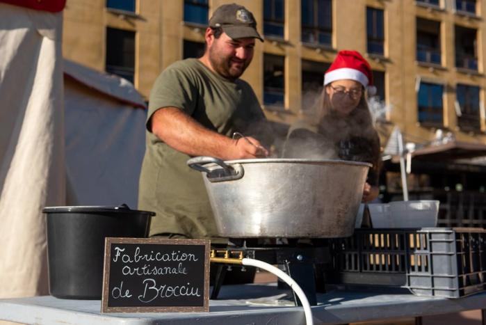 Démonstration de confection de brocciu sur le Marcatu di Natale tous les mercredis à partir de 10h00