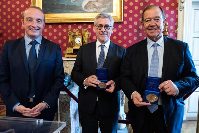 Frédéric Valletoux, maire de Fontainebleau et président de Villes Impériales, Patrick Ollier, fondateur de Villes Impériales et maire de Reuil-Malmaison ont reçu ce vendredi 12 avril la médaille de la ville d'Ajaccio.