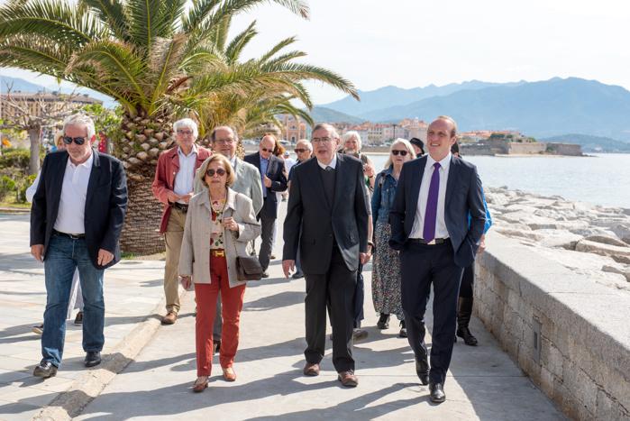 En présence de Jacques Poncin, président de l'association à l'origine de cette initiative mémorielle, Laurent Marcangeli, le maire d'Ajaccio, de nombreux élus et amis, ont inauguré la promenade Matisse (Photos Ville d'Ajaccio).