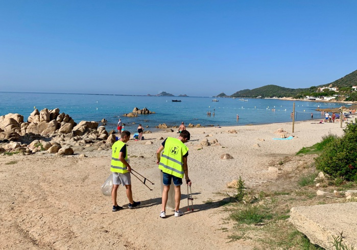 Nettoyage de la plage de la Terre Sacrée (photos Ville d'Ajaccio)