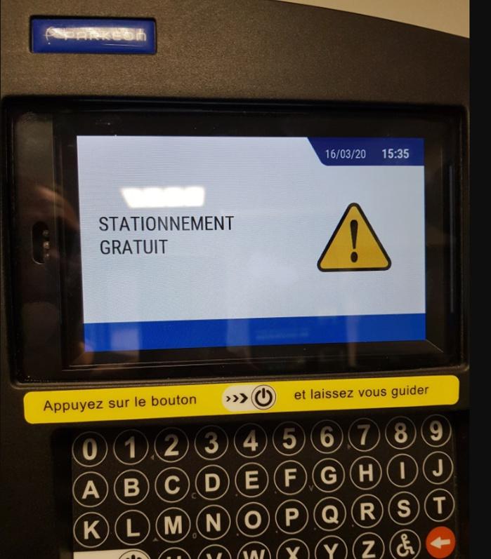 Message de gratuité affiché sur l'écran des horodateurs.