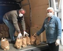 Des paniers alimentaires distribués aux familles les plus modestes