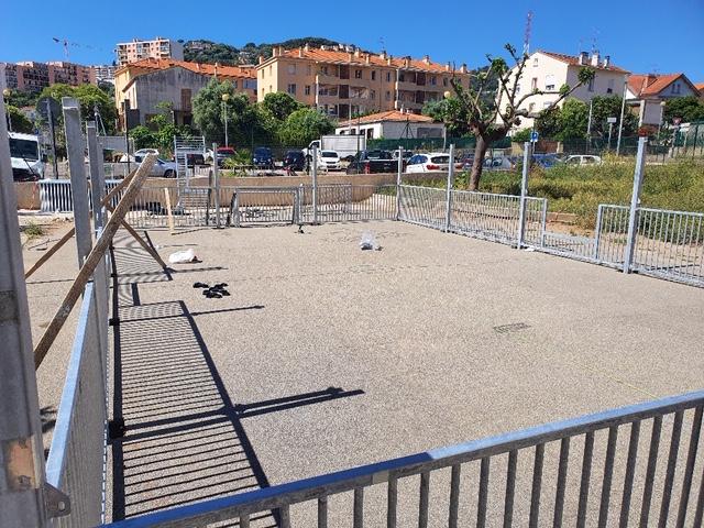 Installation de la nouvelle structure du terrain multi sports du Loretto.