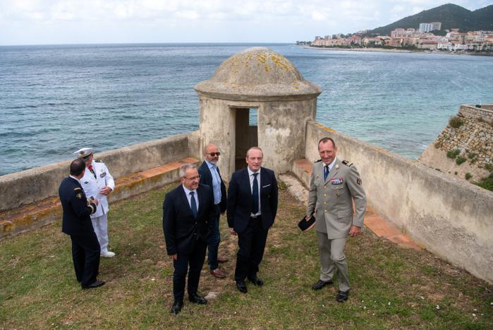 Dernière visite accompagnée des autorités militaires de la citadelle avant la signature de l'état des lieux d'entrée.