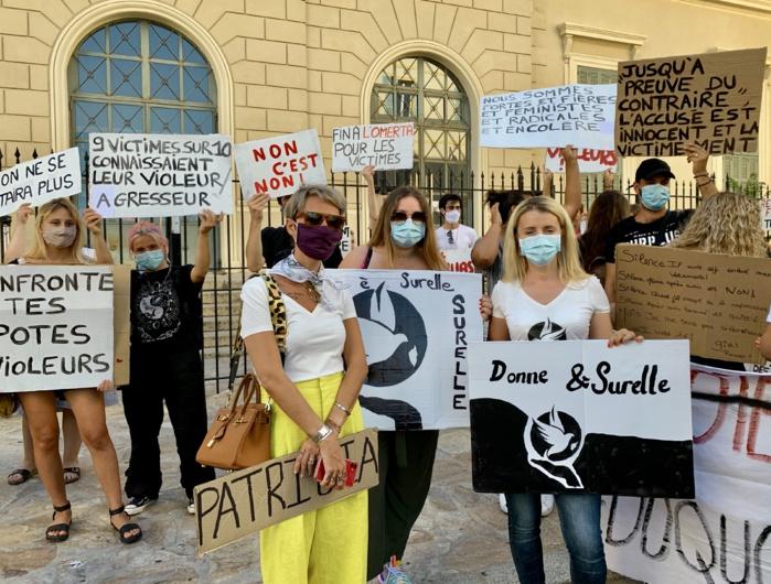 À droite, Laetitia Maroccu, élue en charge de l'égalité femmes-hommes et de la protection de l'enfance