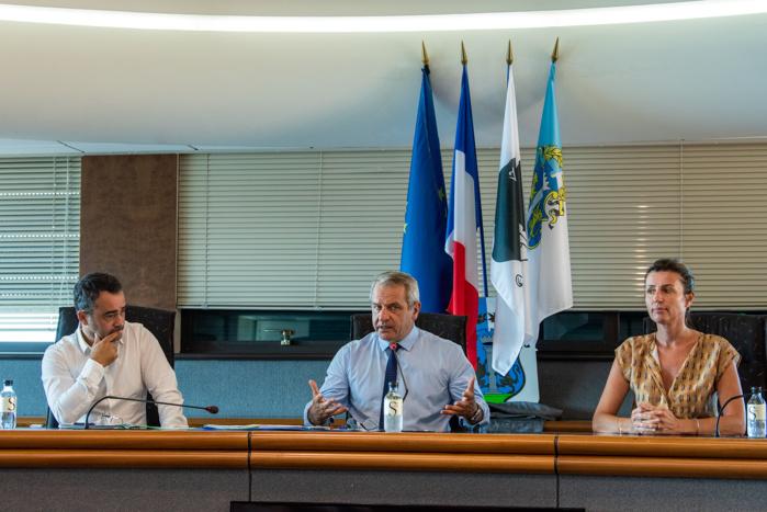 Réunion de création du comité Covid économique, mercredi 8 juillet, pilotée par Alain Charrier, secrétaire général de la préfecture aux côtés de Stéphane Sbraggia, 1er adjoint en charge du dynamisme commercial et artisanal et de Marie-Antoinette Santoni-Brunelli, vice-présidente de la Capa déléguée au développement économique (Photos Ville d'Ajaccio).