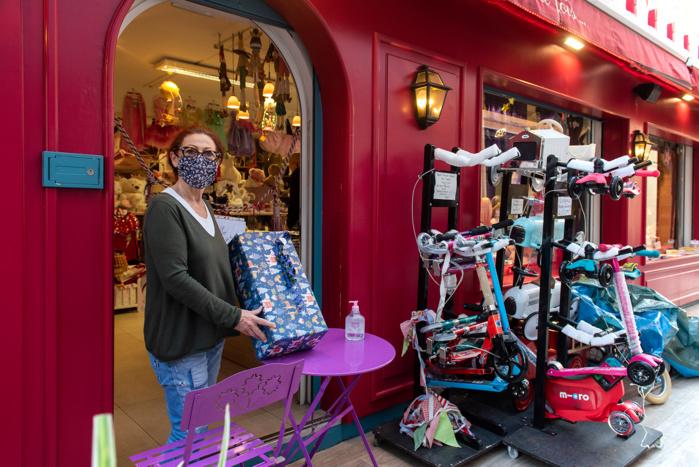 Le magasin Il était un fois a dû également s'adapter aux contraintes pour accompagner ses clients (Photos Ville d'Ajaccio).