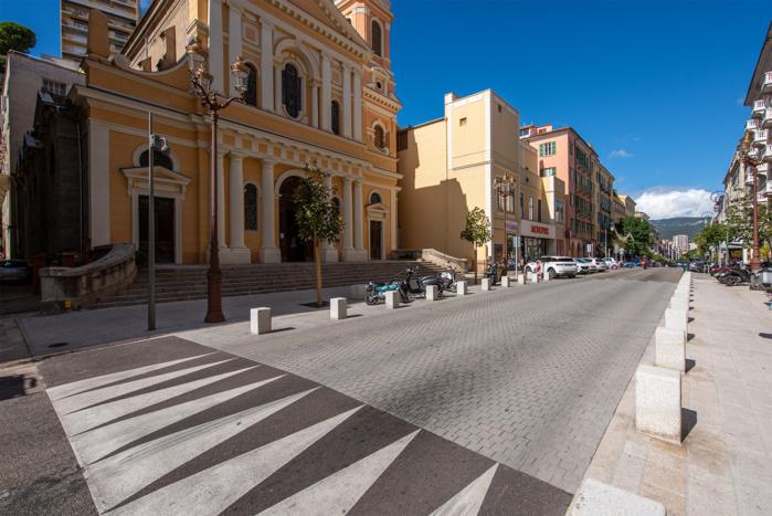 L'opération réalisée devant l'église Saint-Roch fréfigure l'aménagement du cours Napoléon (Photos Ville d'Ajaccio).