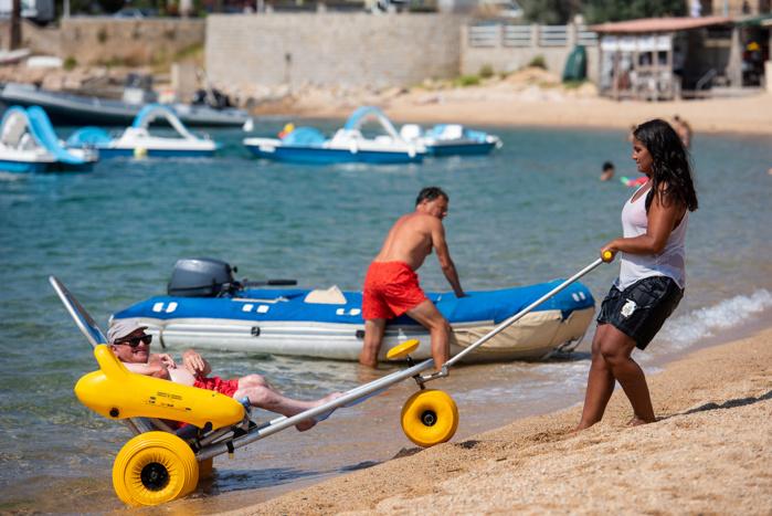 Les plages du Ricanto, de Trottel et de la Terre Sacrée sont équipées de Tiralo et de tapis PMR.