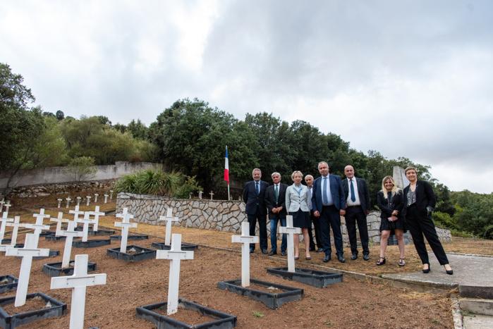 En visite en Corse, la directrice générale de l'OnacVG, Véronique Peaucelle-Delelis, s'est rendue au cimetière de Saint-Antoine où une importante opération de réhabilitation a été récemment réalisée (Photos Ville d'Ajaccio).