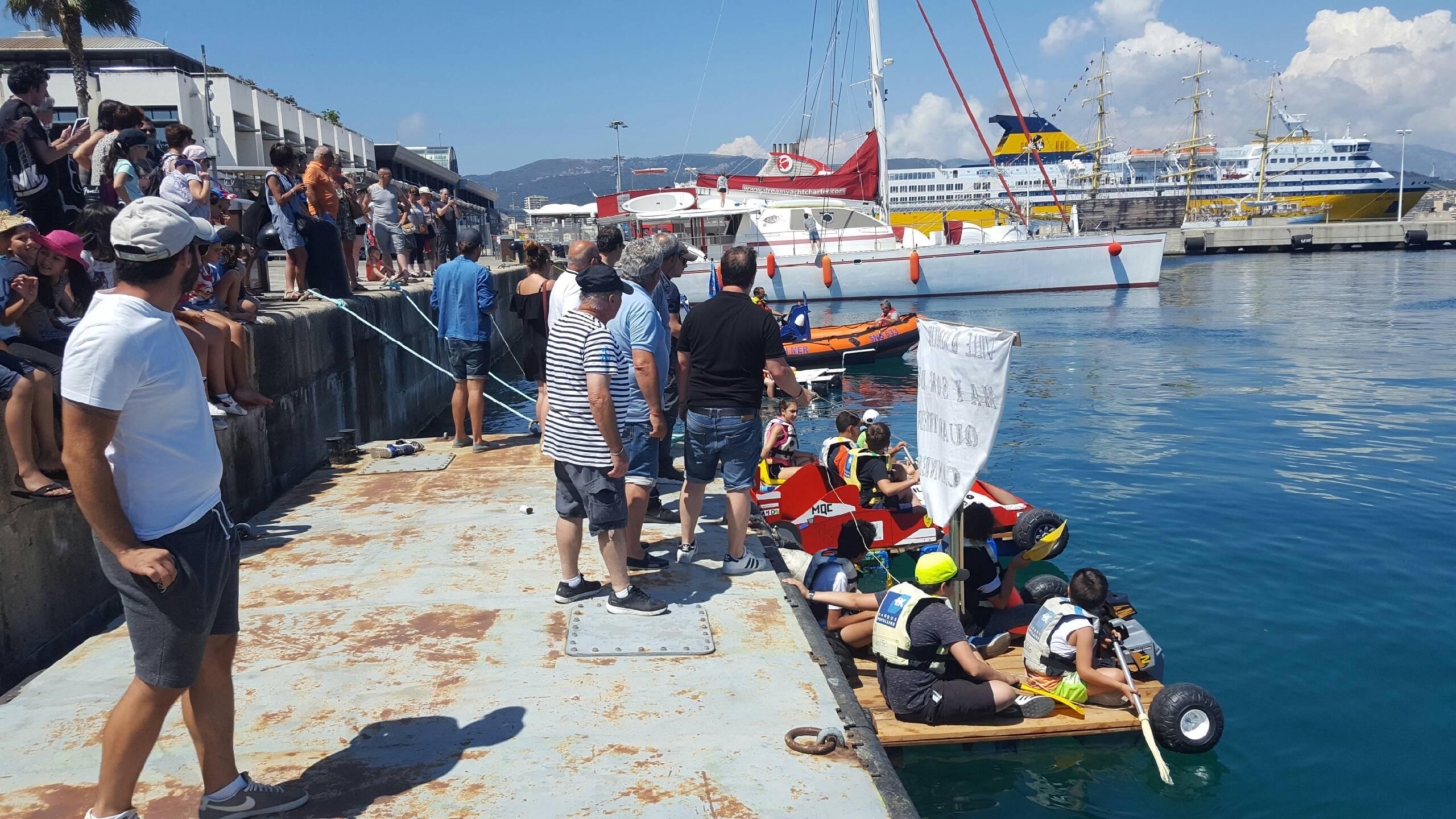 Sur le port Tino Rossi, les jeunes de la Maison de quartier des Cannes ont profité de la fête de la Saint Erasme avec les pêcheurs de Pescadori in Festa.
