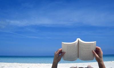 Lire à la plage à Trottel