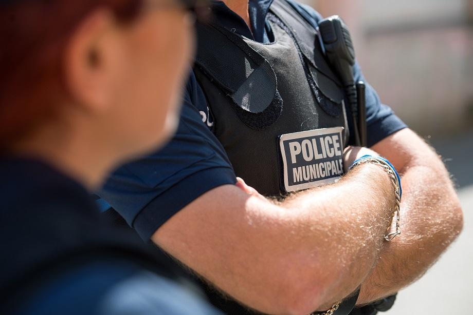 Les caméras vidéo mobiles sont portées par les agents sur le devant de leur gilet pare balles (Photo Ville d'Ajaccio).