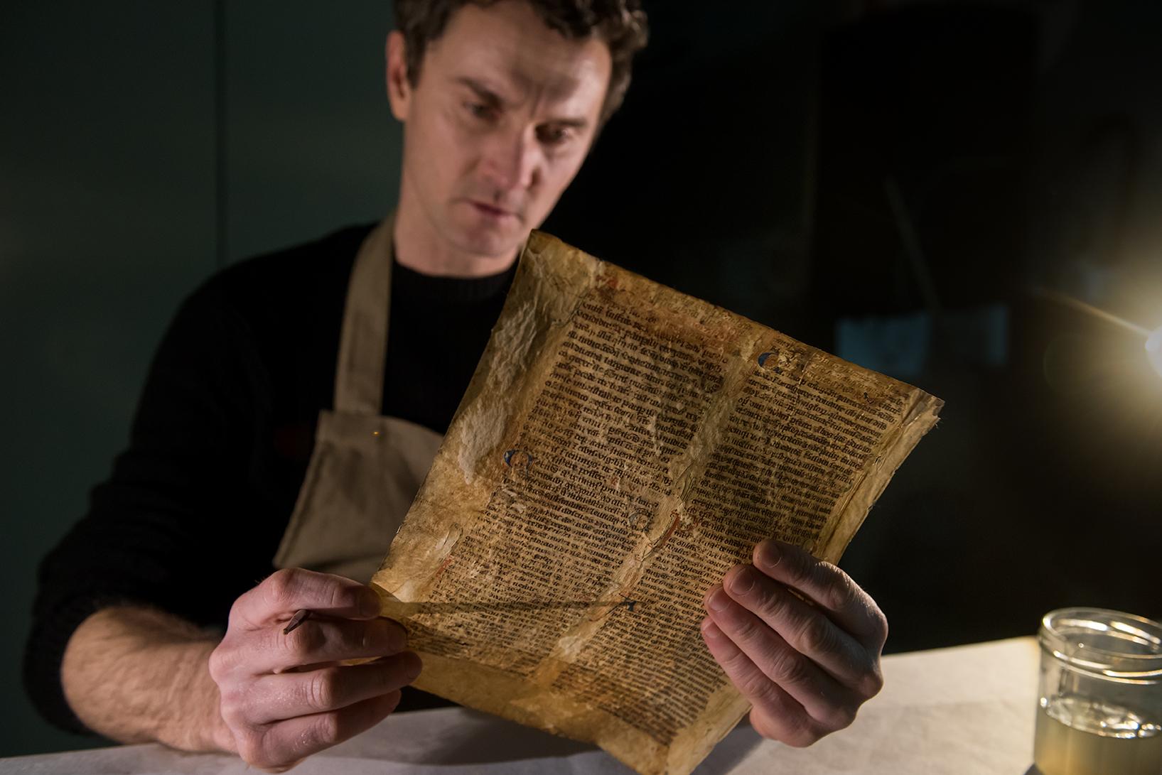 Le restaurateur florentin, Simone Martini est impressionné par la qualité exceptionnelle des incunables de la bibliothèque Fesch (photos Ville d'Ajaccio).