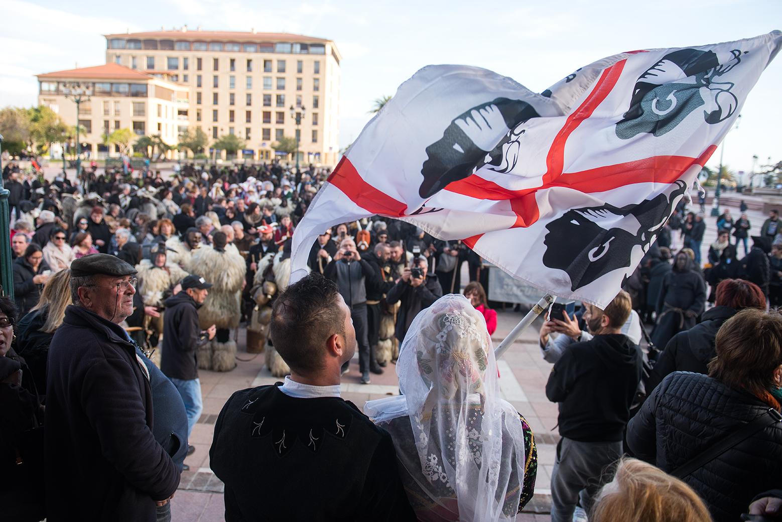 Retour en images des Mascaras, défilé des troupes sardes mercredi 28 mars