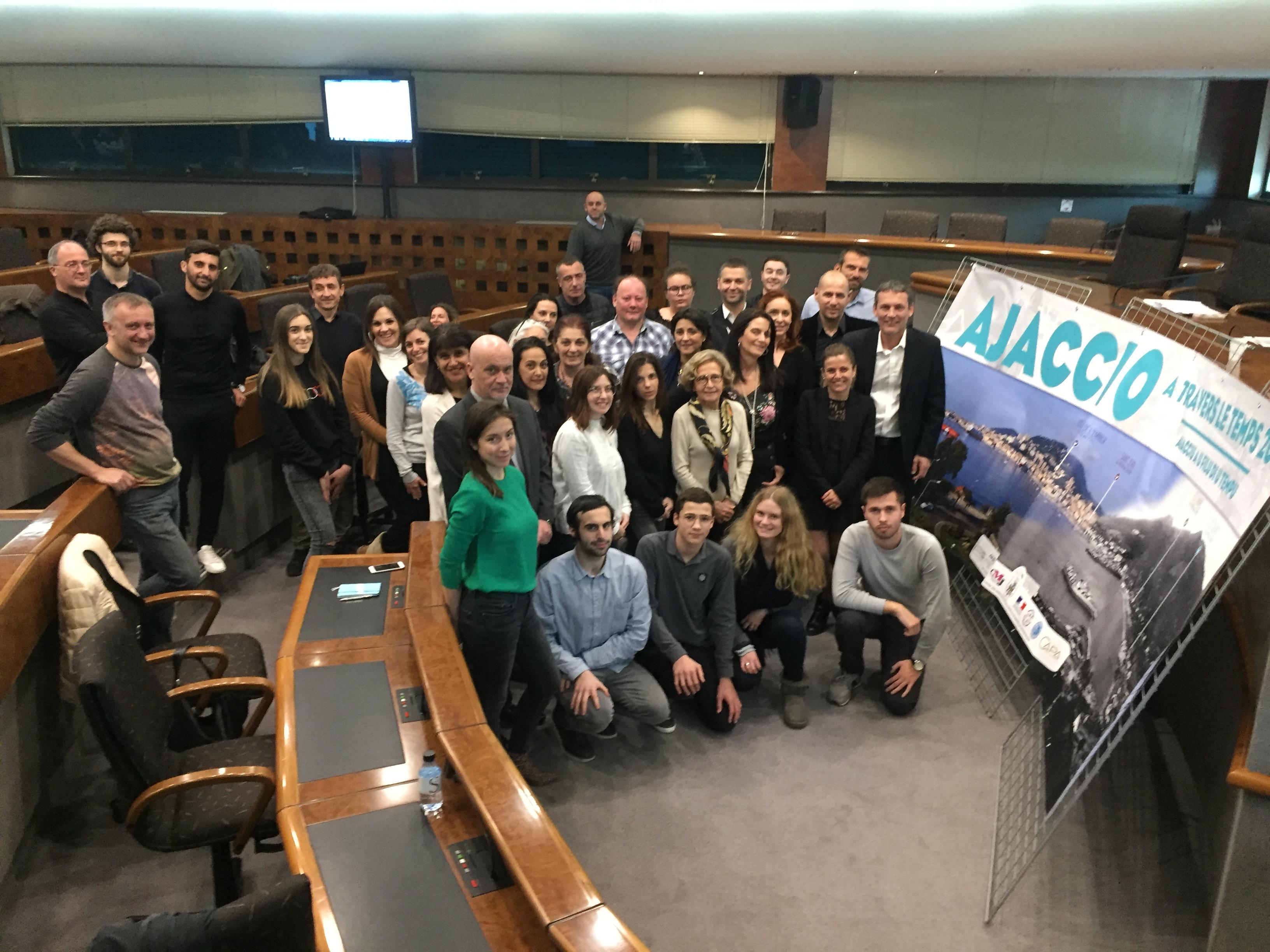 Conférence de presse ce mercredi 4 avril en salle du conseil municipal de l'opération Ajaccio à travers le temps en présence de tous les partenaires dont le CMJ (photo Ville d'Ajaccio).