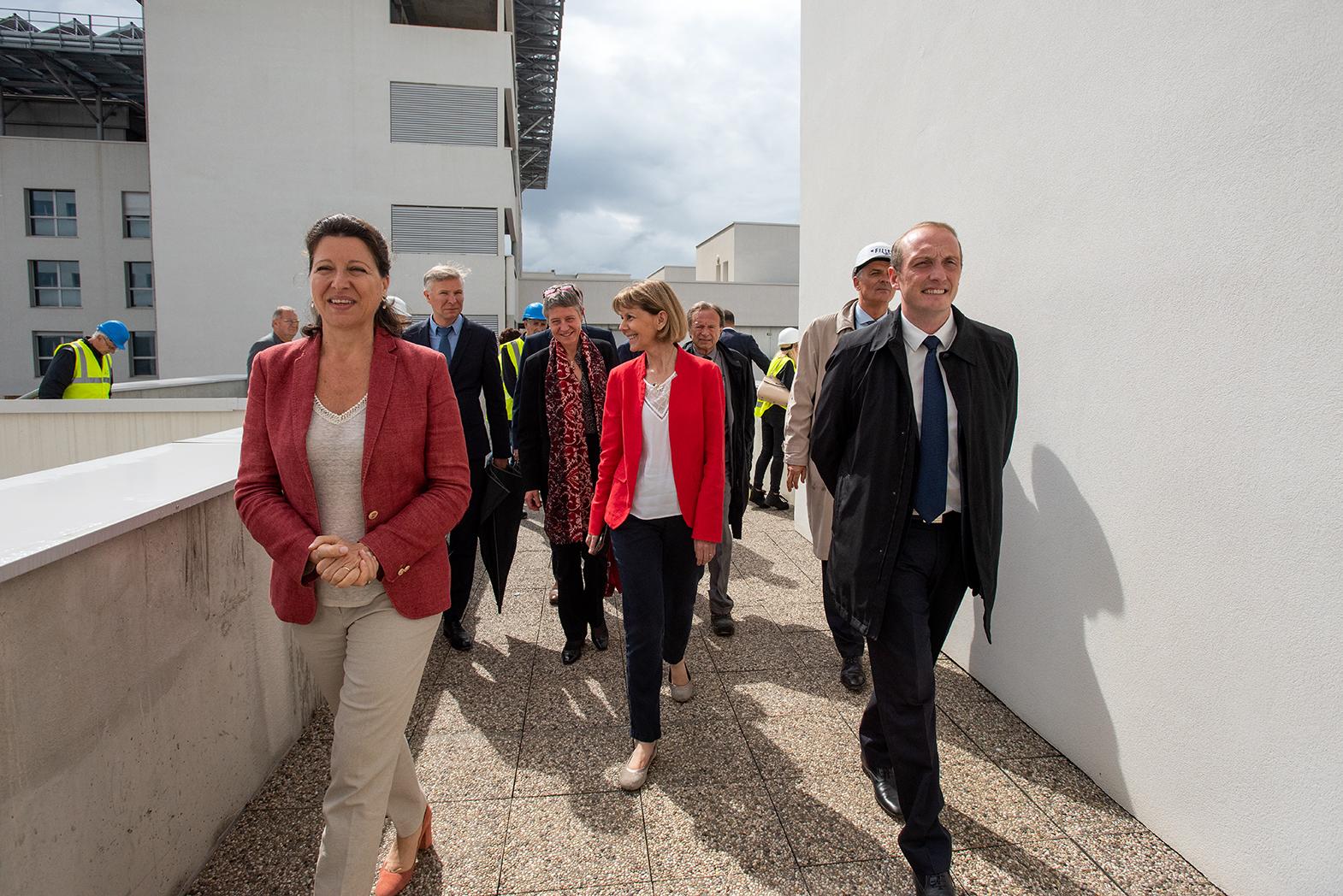 La ministre des solidarités et de la santé a visité ce lundi le futur hôpital d'Ajaccio aux côtés du maire d'Ajaccio et de la préfète de Corse, des entreprises en charge des travaux et du président de l'Exécutif de Corse (Photos Ville d'Ajaccio).