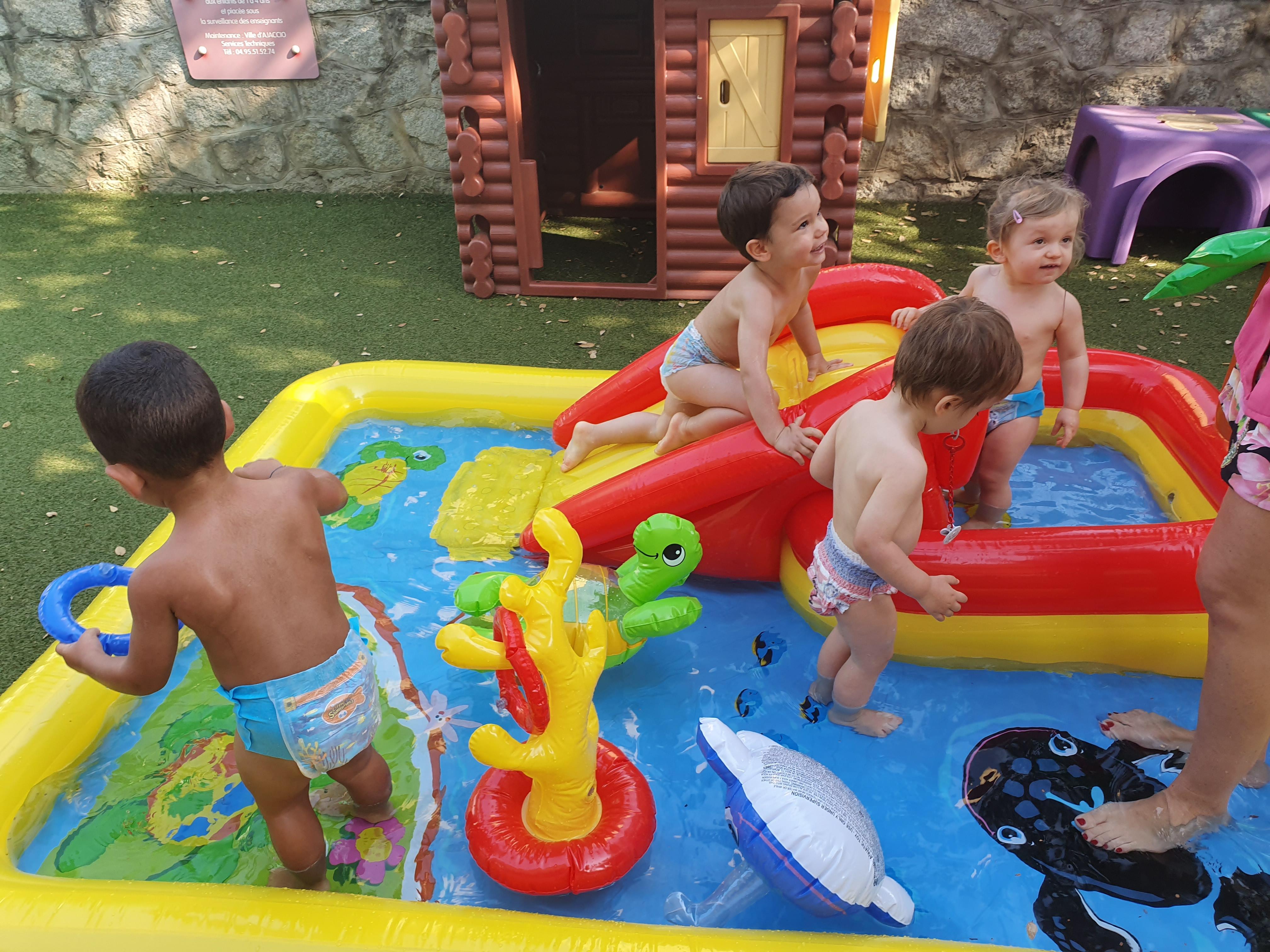 Jeux d'eau au multi-accueil de Pietralba