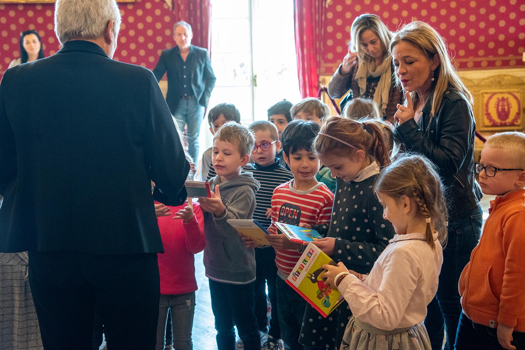 Visite du salon Napoléonien par la grande section maternelle de l'école Notre-Dame de l'Assomption