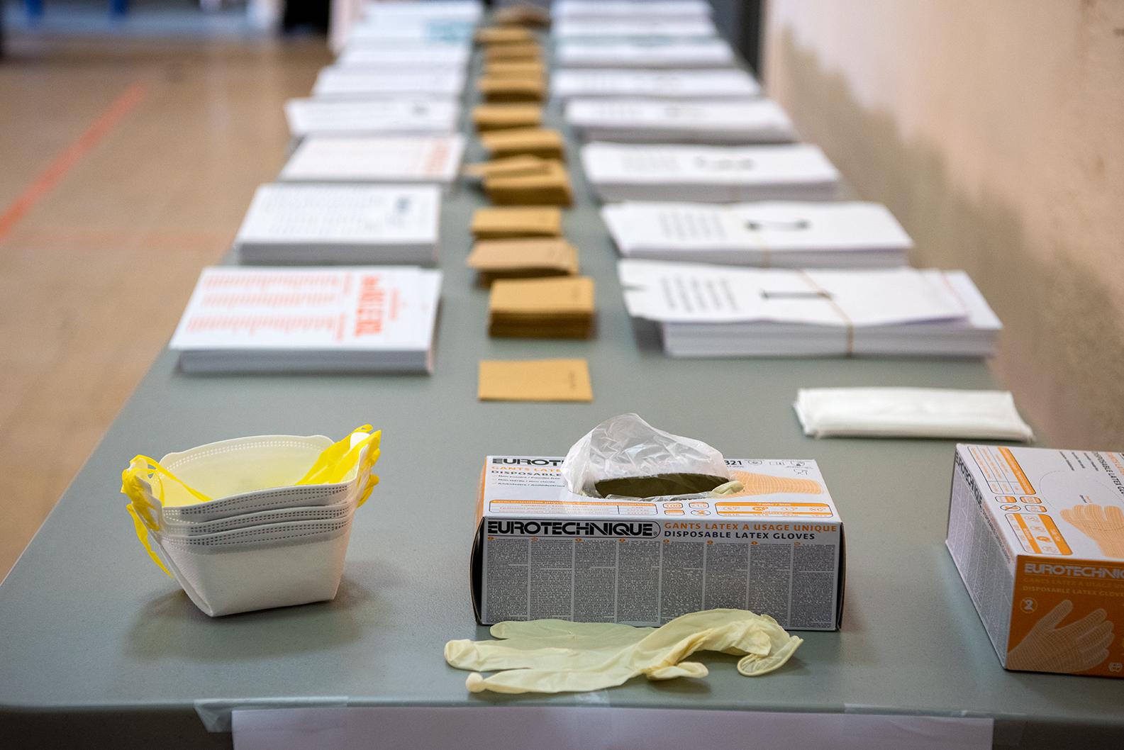 Les 41 bureaux ajacciens de vote ont mis en place un dispositif de sécurité et du matériel de protection à disposition des votants pour respecter les mesures sanitaires.