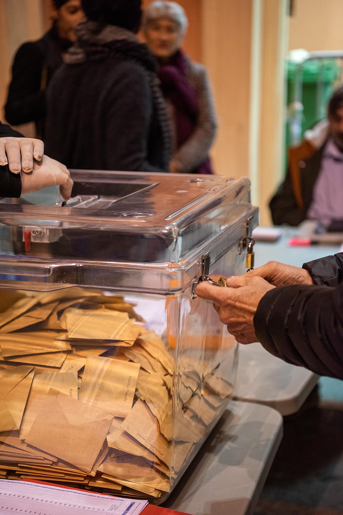 Les bureaux de vote d'Ajaccio ont fermé à 19h00 ce dimanche au lieu de 18h00 en raison des mesures sanitaires.