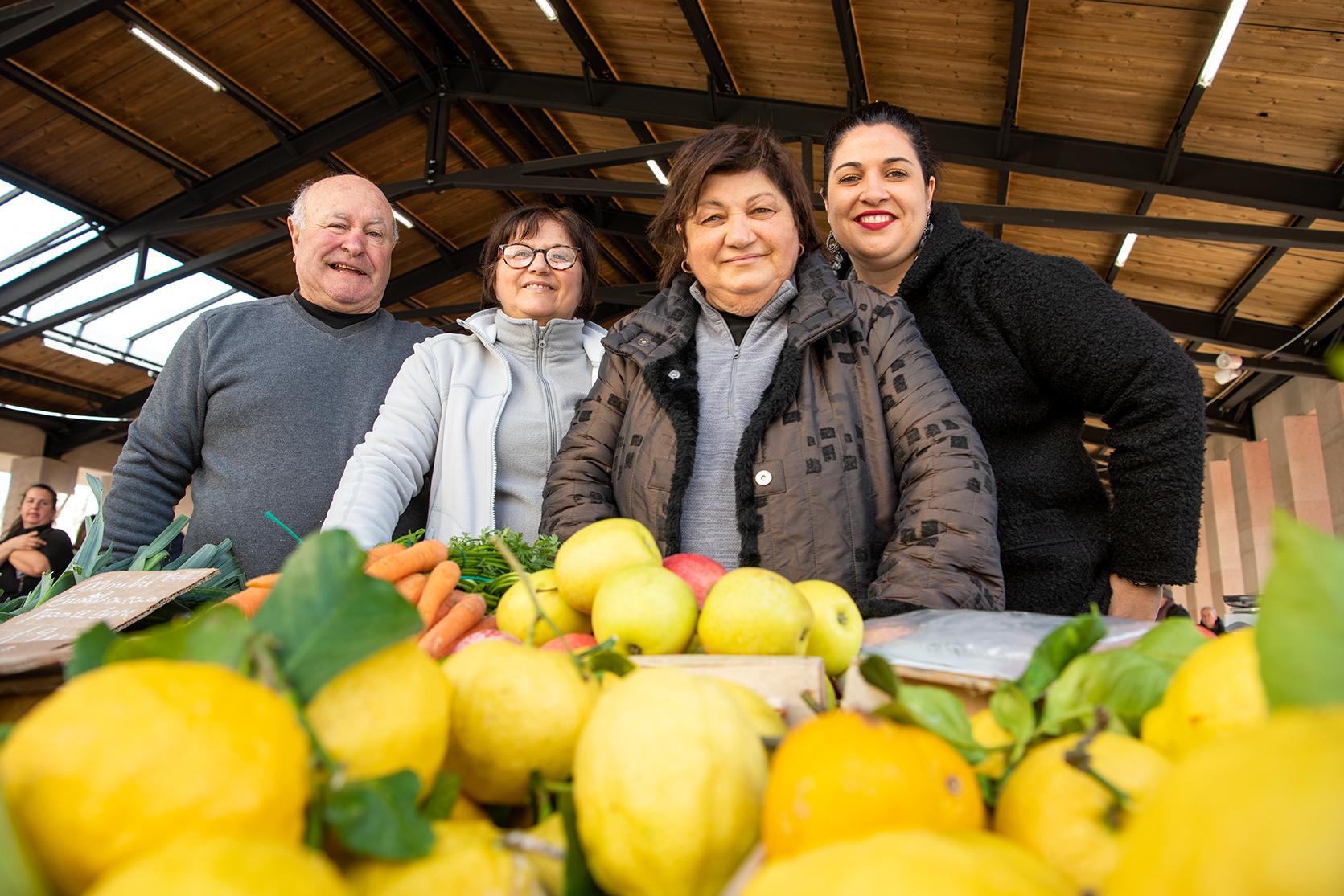 """Parmi les figures bien connues du marché, Sylvana Sirna a """"cinquante ans de marché"""", elle travaille en famille avec son mari, sa soeur et la relève... (Photo Ville d'Ajaccio)"""