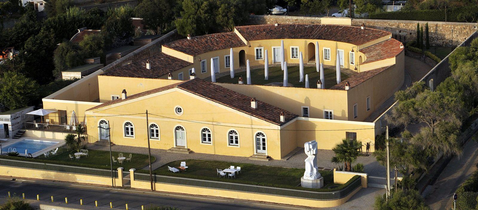 Construit en 1848 à Aspretto, le lazaret est en ruine quand François Ollandini l'achète en 1996.
