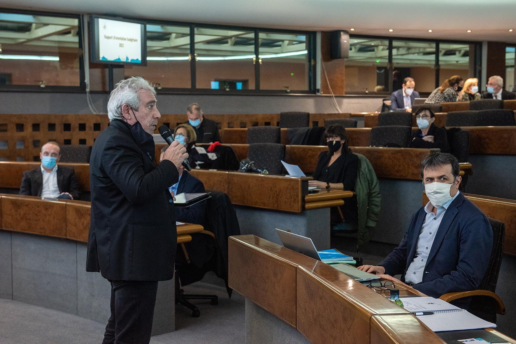 Pierre Pugliesi, adjoint délégué aux finances, a présenté le rapport sur les orientations budgétaires.