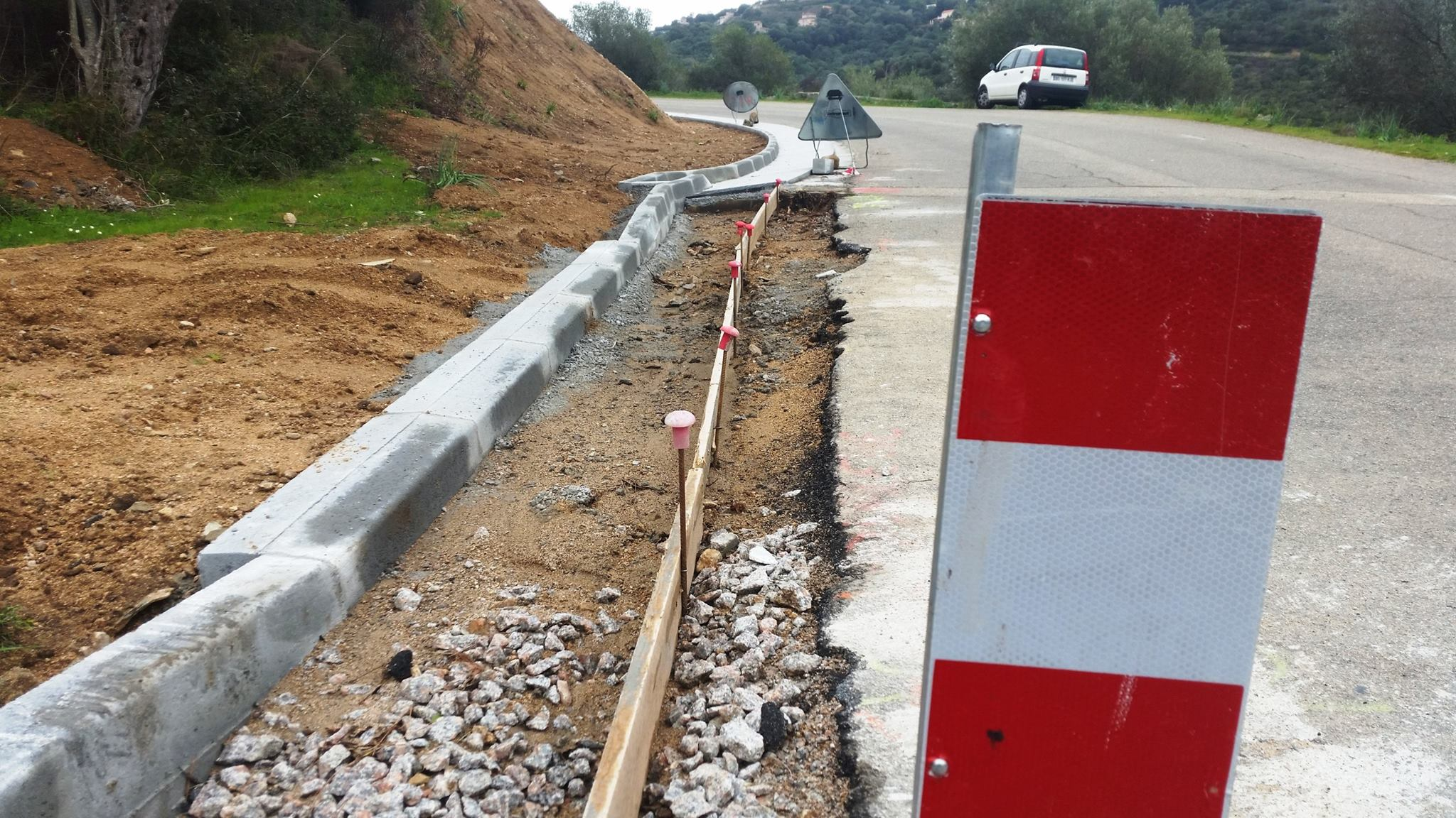 Attention prudence ! Travaux route du Salario et chemin de Torretta - Interdiction de circulation aux camions et poids lourds.