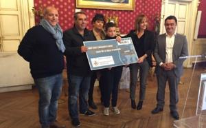 """Remise de dons par l'association """"La Boule soleil"""" au CCAS d'Ajaccio."""