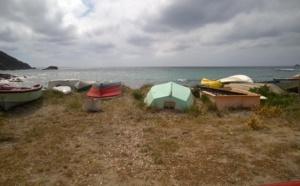 Plage de Sevani,  demande de retrait des embarcations
