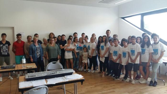Avec l'association Umani, présidée par Jean-François Bernardini, pour la 3ème journée LinguaViva à la maison de quartier des Cannes à Ajaccio, 80 collégiens et lycéens sont venus de toute la Corse pour se réunir autour de la langue corse, jeudi 1er juin.