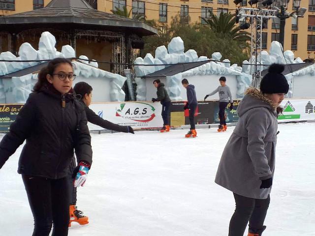 Les enfants des Salines sur la glace du Diamant