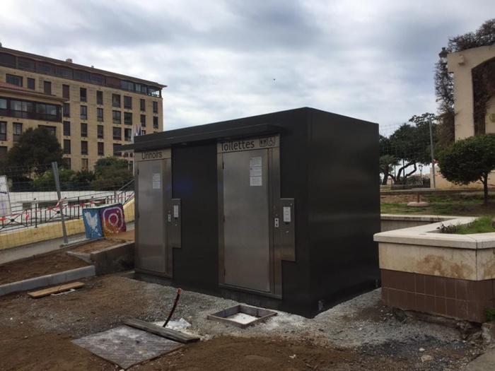 Installation de toilettes publiques places de Gaulle et Miot