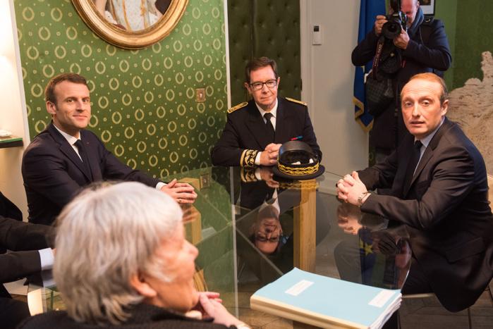 Entrevue privée entre le maire d'Ajaccio Laurent Marcangeli, le Président de la République Emmanuel Macron, le préfet de Corse Bernard Schmeltz, de la ministre auprès du ministre d'Etat, Jacqueline Gourault, le ministre de l'intérieur Gérard Collomb.