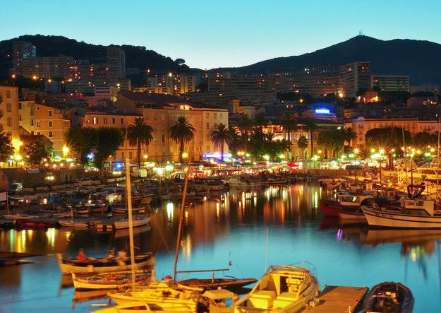 Mise à disposition d'emplacements sur le domaine public pour exercer une activité commerciale lors des festivités de l'été 2018 de la Ville d'Ajaccio.