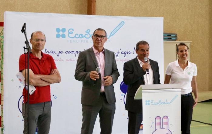 Les trophées Eco Scola ont été remis aux enfants participants en présence de Joseph Salvini, représentant de l'OEC, de Jean-Pierre Giordani, vice-président du Syvadec en charge de la prévention, de François Filoni, conseiller municipal en charge de la propreté urbaine et de Catherine Luciani, directrice générale du Syvadec.