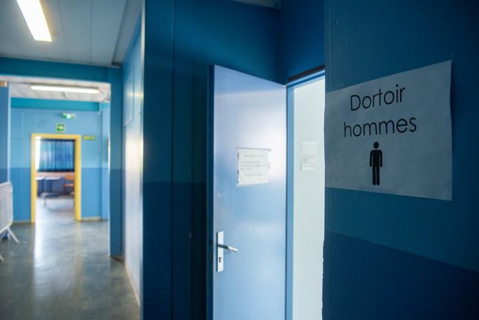 Deux dortoirs ont été aménagés pour hommes et pour femmes pour un total de vingt lits.
