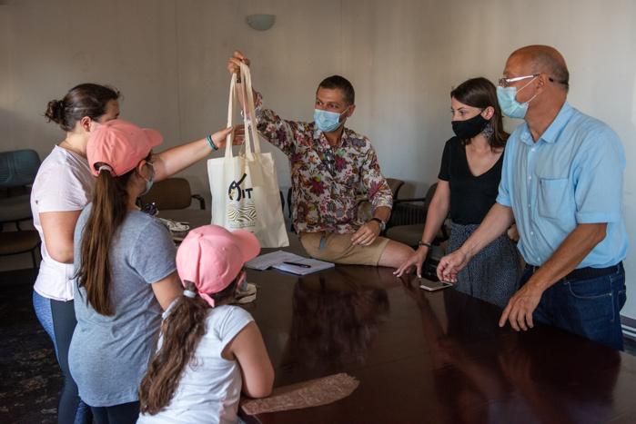 Un don de tablettes numériques au bénéfice de 14 enfants Ajacciens