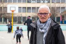 Jean, éducateur spécialisé évoque son travail avec passion.