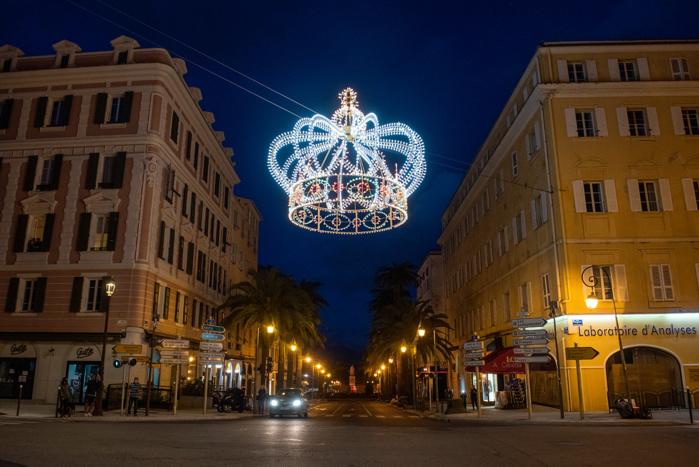Napoléon 2021 / La couronne impériale illumine le ciel ajaccien