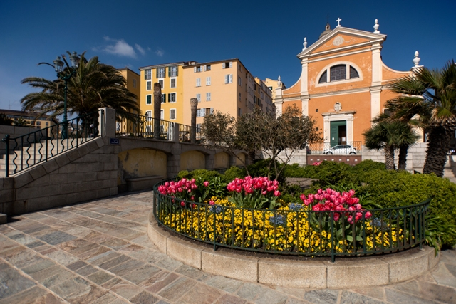 La place de la cathédrale porte désormais le nom de Mère Teresa (Photos Ville d'Ajaccio).
