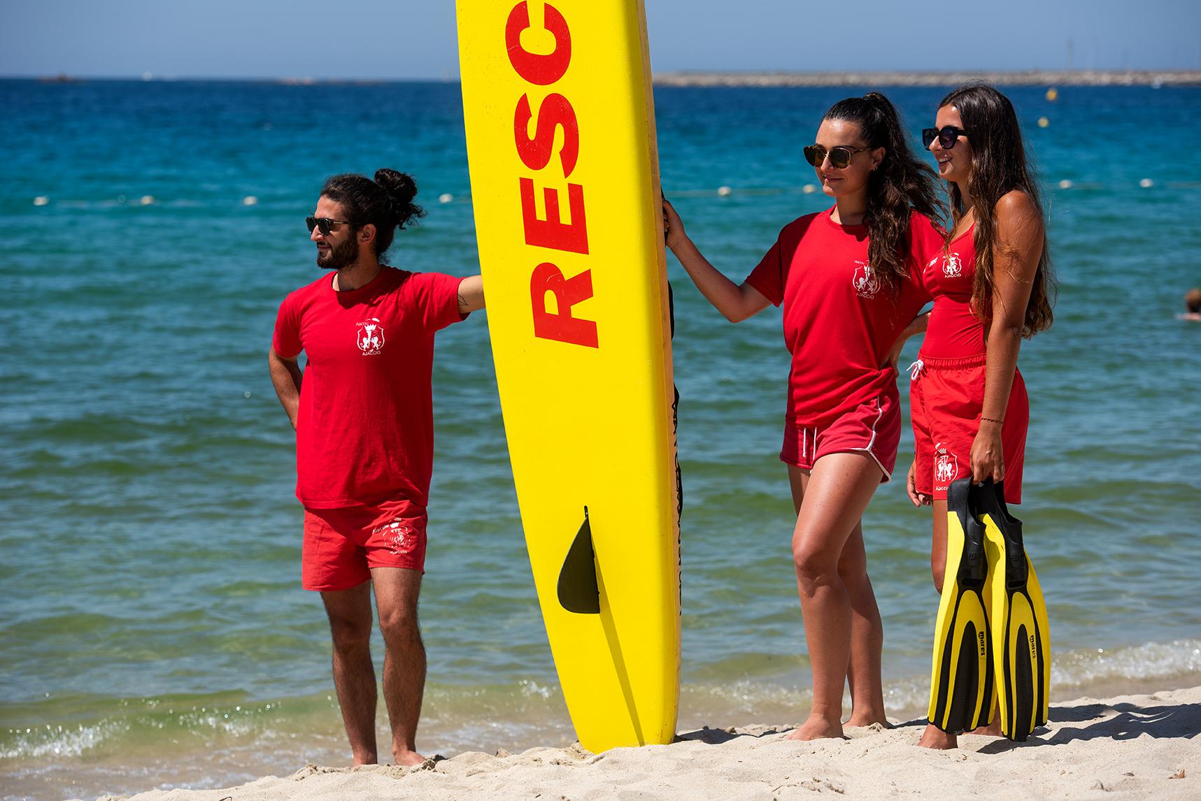 Pablo, Lea et Alexandra assurent la surveillance de la plage du Ricantu (Photos Ville d'Ajaccio).