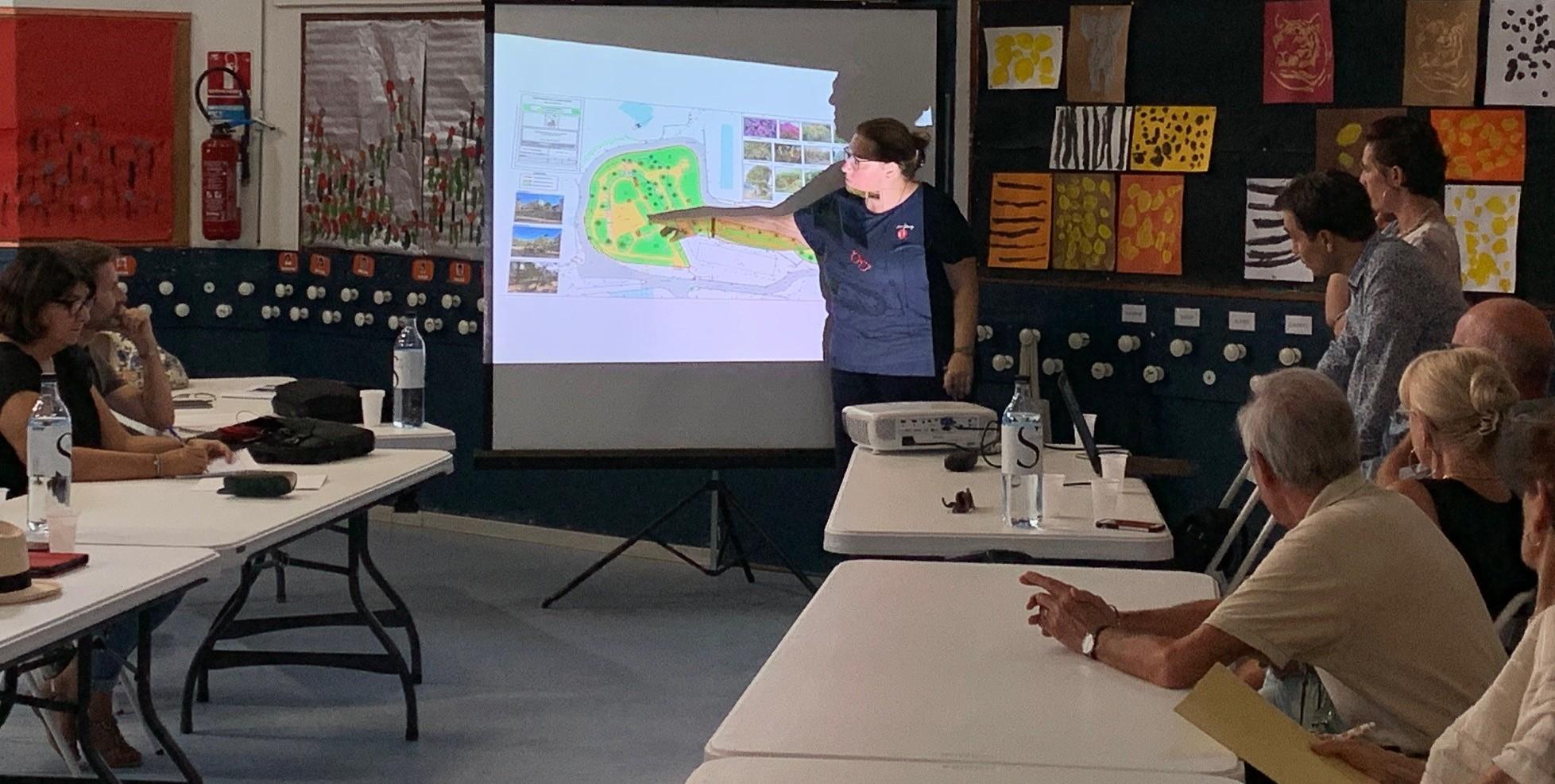Les projets d'aménagement paysager ont été présenté au public avec lequel certains points précis ont pu être abordés.