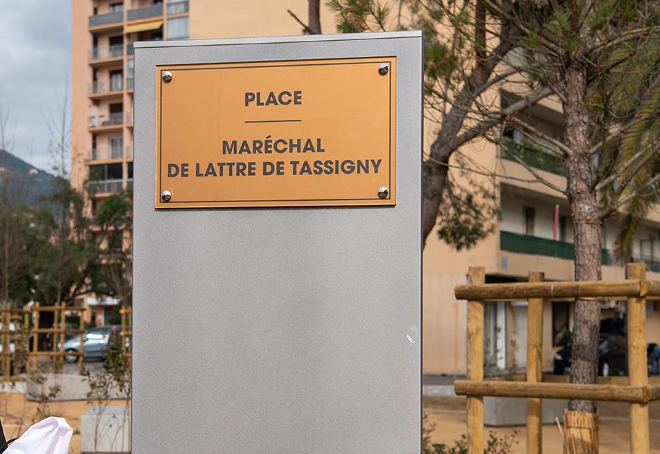 Une nouvelle plaque permet désormais d'identifier la place que les habitants du quartier découvrent sous un nouveau jour.