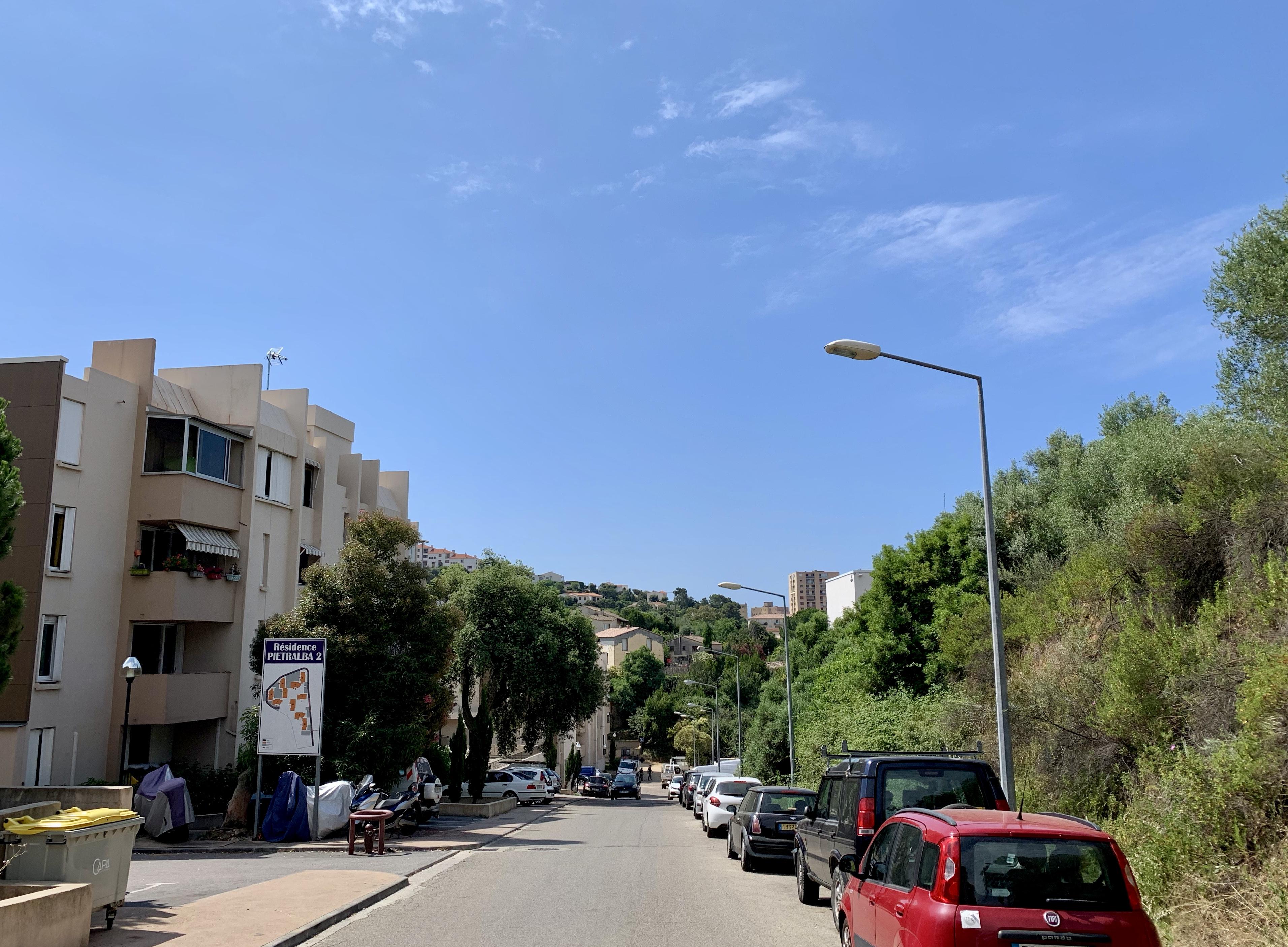 Quartier Pietralba, opération enlèvement de voitures épaves