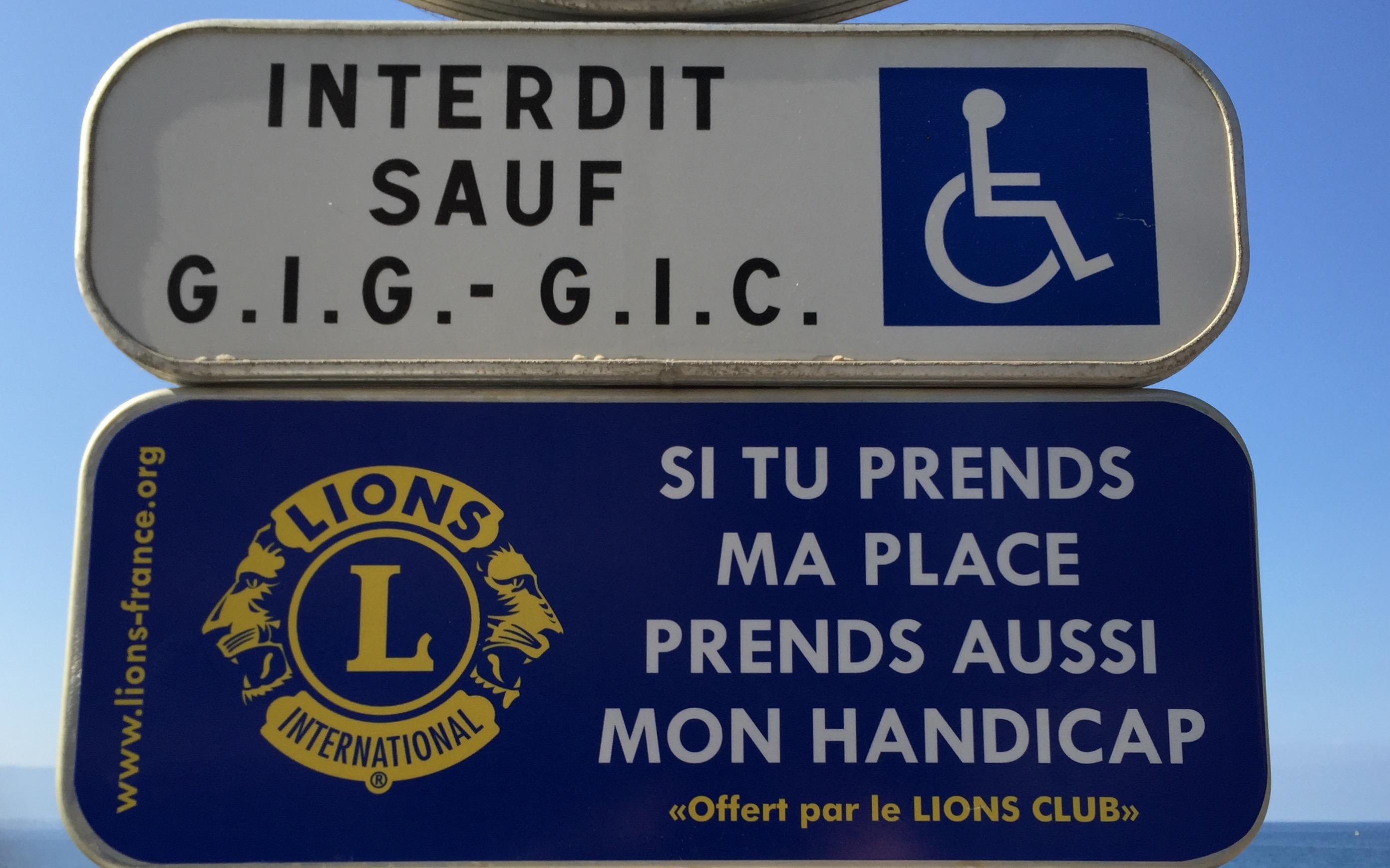 """Lundi 20 juillet Pose Panneaux """"Si tu prends ma place prends mon handicap"""""""