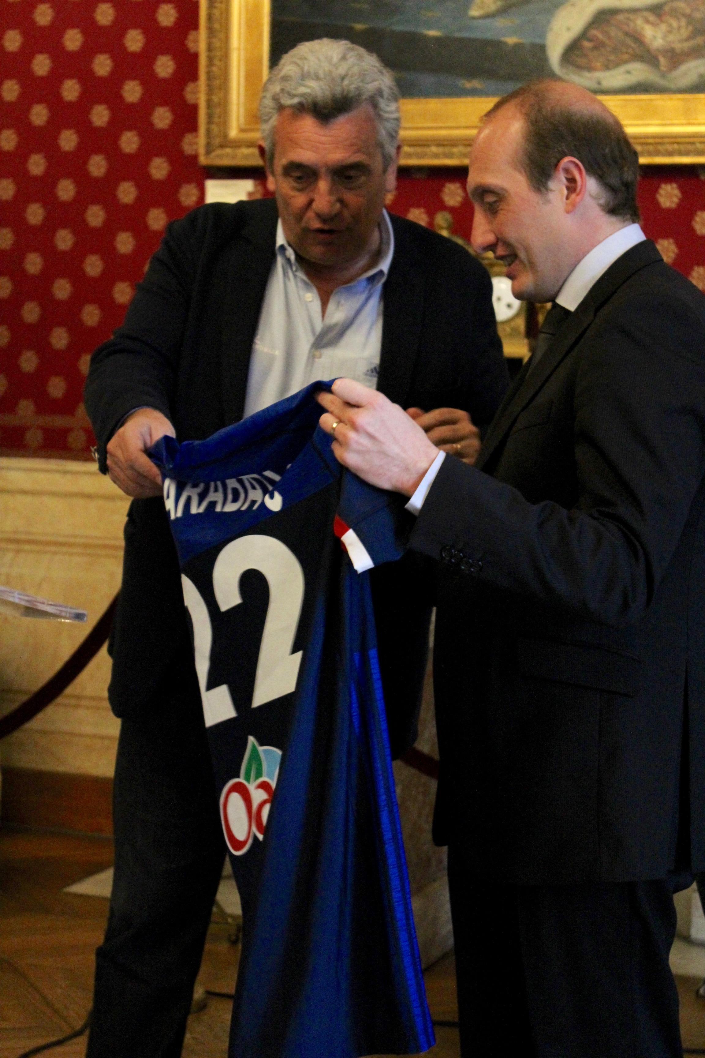 Remise de la médaille de la ville à Claude Onesta Sélectionneur de l'équipe de France de Handball